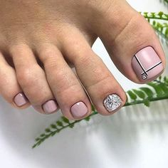 Nail art Christmas - the festive spirit on the nails. Over 70 creative ideas and tutorials - My Nails Pedicure Designs, Pedicure Nail Art, Toe Nail Designs, Black Pedicure, Pedicure Soak, French Pedicure, Pedicure Colors, Pedicure Ideas, Toe Nail Color