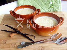 Πλένουμε το ρύζι και με ένα μαχαίρι βγάζουμε τα σποράκια από τη βανίλια. Σε μια ρηχή και πλατιά κατσαρόλα βάζουμε το γάλα και το ρύζι να βράσουν για 20 λεπτά σε μέτρια φωτιά ανακατεύοντας. Διαλύου… Fondue, Cheese, Ethnic Recipes