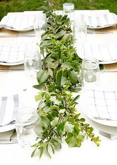 Backyard wedding spring table settings new Ideas Summer Wedding Centerpieces, Wedding Table, Wedding Decorations, Wedding Backyard, Table Verte, Party Fiesta, Beautiful Table Settings, Spring Nature, Garden Table