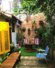 The best 22 diy lighting ideas for summer patio and yard 00090 Small Courtyard Gardens, Small Courtyards, Small Backyard Gardens, Backyard Garden Design, Small Patio, Backyard Landscaping, Landscaping Edging, Small Space Interior Design, Home Deco