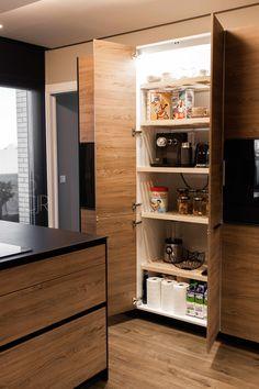 Kitchen Furniture, Furniture Design, Black Kitchens, T 4, Kitchen Design, House Design, Storage, Decorations, Ideas Para