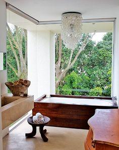 Une salle de bains très naturelle