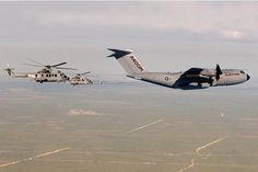 airbus A400 rifornisce elicotteri