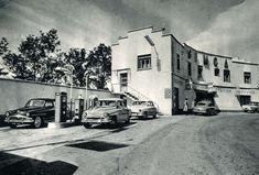 Simca Old Vintage Cars, Car Crash, Garage, Street View, Carport Garage, Garages, Car Garage, Carriage House