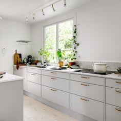 Husligheter chose Marbodal when renovating the kitchen. Classic Interior, First Home, Kitchen Furniture, Cool Kitchens, Kitchen Design, Kitchen Cabinets, Interiors, House, Ideas