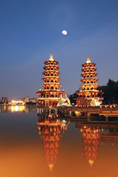 Lotus Lake, Kaohsiung, Taiwan #travel #places +++Visit http://www.hot-lyts.com/ for beautiful #background images