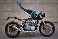 Monocoque! Honda CB 750 SS #CafeRacer by FMW Motorcycles. Una #Honda tremenda que cuenta con un monocasco abatible formado por depósito, asiento y colín   caferacerpasion.com