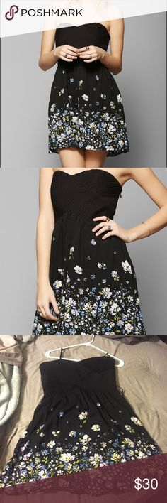 Black strapless boho Dress Zip up dress, great condition, no holes or stains, adorable on and soft material Urban Outfitters Dresses Strapless