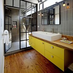Contemporary style for this #bathroom.  An interior design idea selected by Instudio