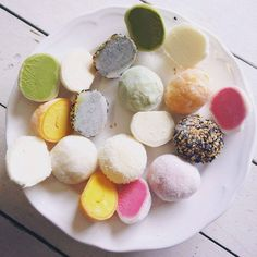 """Watch as reporters try Japanese-inspired Mochi for the first time! Watch two reporters try """"Mochi"""" ice cream for the first time! Cute Food, I Love Food, Yummy Food, Tasty, Mochi Icecream Recipe, Mochi Ice Cream, Food Truck Business, Japanese Sweets, Japanese Food"""