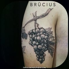 41 Exotic Grape Tattoo Ideas to Celebrate Life and Tattoo Art in Amazing Ways Tattoo Platzierung, Tattoo Foto, Tattoo Bein, Cover Tattoo, Tattoo Drawings, Foot Tattoos, Finger Tattoos, Small Tattoos, Latest Tattoo Design