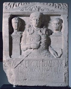 The famous and important funeral stele of Marcus Caelius, decorated first centurion of the Legio XVIII, a native of Bologna, 53 and a half years, fell into the ambush of the Teutoburg Forest where they were destroyed legions XVII, XVIII and XIX, under the command of the Governor Quintilio Publius Varus.