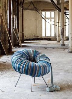 This fancy chair- created by Camilla Hounsell Halversen of Norway-is called the Drops chair. Recycled Furniture, Home Decor Furniture, Furniture Makeover, Diy Home Decor, Furniture Design, Luxury Furniture, Slow Design, Chaise Diy, Fancy Chair