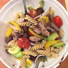 #cold #salad #pasta #tomato #avocado #meat #pepper #foodcoaching #easypeasy #lunch
