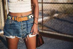 Crochet_top-Levis-Outfit-Summer-Beach-Wedges-Street_Style-19