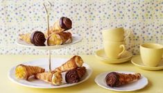 Show off some serious pastry-making skills with Paul Hollywood's cream horn recipe. For this recipe you will need 12 cream horn moulds, a piping…