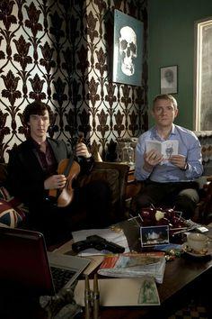 Benedict Cumberbatch and Martin Freeman as Sherlock Holmes and Dr. John Watson in BBC Sherlock Sherlock John, Sherlock Holmes Bbc, Benedict Sherlock, Sherlock Y Watson, Sherlock Fandom, Sherlock Cumberbatch, Sherlock Season, Johnlock, Martin Freeman
