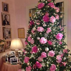 El arbolito de navidad es un elemento indispensable en la decoración de nuestros espacios en la época navideña. Es además un elemento que proporciona mucha ilusión