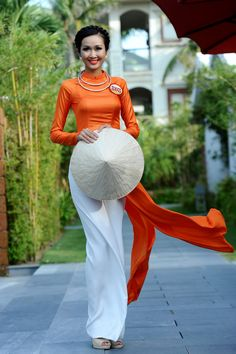 Miss Vietnam contestants in ao dai fashion show | VOV Online Newspaper