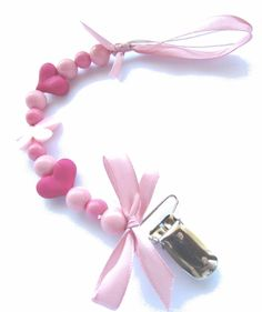Roze speenkoord pacifier clip holder acrylic beads pink, hot pink and babypink with butterflys and hearts
