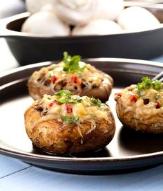 The Baked Stuffed Mushrooms with Cheese Recipe is a simple quick and easy recipe that you can serve as an appetizer for parties or even a tea time snack Tea Time Snacks, Snacks Für Party, Great Appetizers, Appetizer Recipes, Portabella Pizza, Baked Stuffed Mushrooms, Catering, Great Recipes, Favorite Recipes