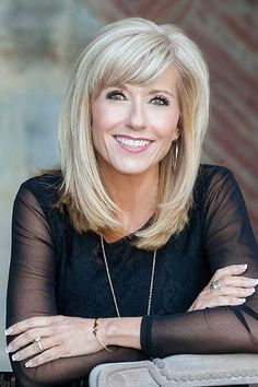 A Letter to my Brothers - Beth Moore An open letter about the sexism she has faced, as well as many other women in the conservative, Evangelical church. Medium Hair Cuts, Medium Hair Styles, Short Hair Styles, Beth Moore Hair, My Hairstyle, Hairstyle Images, Hair Images, Shoulder Length Hair, Layered Hair