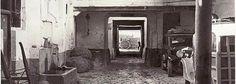 Patio de la posada El Sol, en la calle Alhondiga de Granada. La foto de publicó en IDEAL el 13 de marzo de 1955 Torres Molina. Archivo de IDEAL