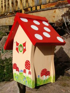 Charming DIY Bird House Ideas For Your Backyard - Stencils - Bird Supplies Birdhouse Craft, Birdhouse Designs, Bird Houses Painted, Bird Houses Diy, Painted Birdhouses, House Painting, Diy Painting, Bird House Feeder, Bird Feeders