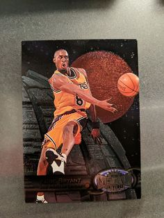 1997-98 Fleer Metal Universe - KOBE BRYANT - 2nd Year Card #81 - LAKERS... Super Rare Nba Sports, Kobe Bryant, Trading Cards, Badge, Universe, Metal, Painting, Badges, Painting Art