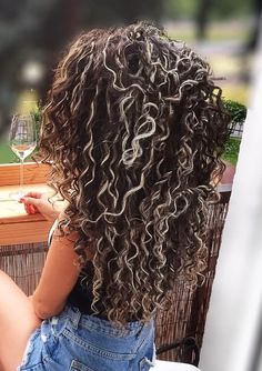 Pin by Michele Aguilar on hair in 2019 Mixed Curly Hair, Ombre Curly Hair, Blond Ombre, Curly Hair With Bangs, Colored Curly Hair, Curly Hair Tips, Short Curly Hair, Curly Hair Styles, Natural Hair Styles