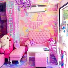 There is now a unicorn café and it's magical
