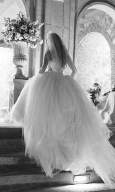 This dress is an absolute must for my wedding! I have to have that princess dress.
