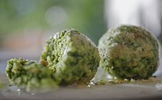 Ricetta vegetariana - Canederli agli spinaci. In Gnocchi. Ingredienti per 4…