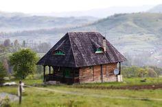 Top 5 locuri uimitoare, despre care nu ai crede că sunt în România, pentru un roadtrip cu familia Top 5, Cabin, House Styles, Home Decor, Homemade Home Decor, Interior Design, Cottage, Home Interiors, Wooden Houses