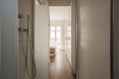 SENSO DELLA PRIVACY Il box doccia, con doppio ingresso, è situato tra la camera padronale e il bagno.