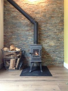 Great Photographs jotul Wood Stove Tips Despite the fact that wooden is regarded as the eco-friendly heat strategy, this by no means appe… in 2020 Tiny House Village, Tiny House Cabin, Into The Woods, Gas Fire Stove, Wood Stove Cooking, Stove Fireplace, Small Buildings, Rocket Stoves, Log Burner