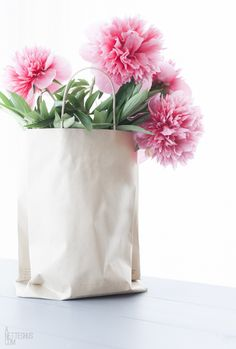 paper bag flowers, spring wedding, spring inspiration, spring flowers, #gamos