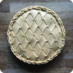 Got a million things to do. Makes a pie 🤷🏼♀️ Went on to r… Stressed. Got a million things to do. Makes a pie 🤷🏼♀️ Went on to run a fluted pastry wheel across the surface a few times afterwards. Vodka Pie Crust, Beautiful Pie Crusts, Food Design, Pie Crust Designs, Pie Decoration, Pies Art, Pie Tops, Pie Crust Recipes, No Bake Pies