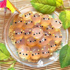 この夏、ヒンヤリおいしくてかわいすぎる「 #きゃらびもち 」が大量発生中!|#おうちごはん|#おうちごはん #わらびもち #デコフード Japanese Sweets, Japanese Snacks, Japanese Food, Cute Desserts, Asian Desserts, Health Desserts, Animal Shaped Foods, Boba Tea Recipe, Kawaii Cooking