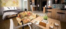 BEI AIRBNB WOHNUNG VERMIETEN - EIN ERFAHRUNGSBERICHT Bed, Table, Furniture, Home Decor, Stream Bed, Interior Design, Home Interior Design, Beds, Desk