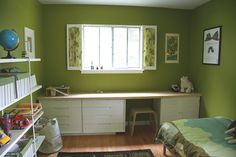 Children's room - built-in desk Boys Bedroom Decor, Bedroom Green, Master Bedroom, Built In Desk, Built Ins, Green Kids Rooms, Kid Rooms, Kid Spaces, Room Colors
