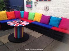 Colorful Garden Deck Pallet Furniture Pallet Furniture, Furniture Making, Outdoor Furniture Sets, Outdoor Decor, Cable Reel Table, Diy Pallet Projects, Pallet Ideas, Colorful Garden, Garden Planning