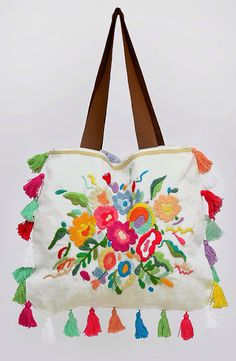 bonito bolso bordado. Mexican Embroidery, Embroidery Bags, Embroidery Designs, Boho Bags, Fabric Bags, Summer Bags, Handmade Bags, Bunt, Clutch Bag