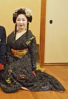 Maiko Sayaka in hime hair for Setsubun. Check out that amazing kimono!
