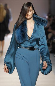Elena Mirò fall/winter fashion show Big Fashion, Curvy Fashion, Runway Fashion, Plus Size Fashion, Fashion Outfits, Fashion Design, Haute Couture Outfits, Plus Size Chic, Mode Plus