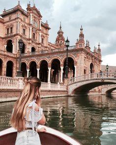 Zakochana w Sevilli! Dzisiaj ją opuszczam ale mam nadzieję że nie na długo Ola Portugal Ola Algarve! Bom dia a todos #me #longhair #denimshorts #blonde #rubia #bionda #sevilla #algarve #albufeira