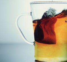 Aprende estos 10 increíbles trucos para limpiar tu hogar sin tener que usar productos químicos. - 10 Ideas Moscow Mule Mugs, Tableware, Health, Tips, Ginger Water, Apple Vinegar, 2 Ingredients, Coconut Oil, Recipes