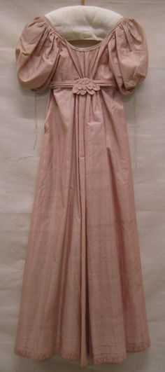 1800-1810 ca. Back Detail of Gathered, High-Waisted, Rose colored Gown. Gemeentemuseum Den Haag.                                   suzilove.com