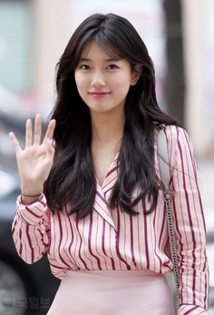 Bae Suzy Kpop short haircut undertake it, youve probably heard practically the haircut trend featuring none new than the fashionable Korean short hair for women Korean Short Hair, Short Hair Cuts, Korean Girl, Short Hair Styles, Korean Haircut Long, Bae Suzy, Suzy Bae Fashion, Korean Beauty, Asian Beauty