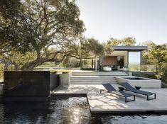 Oak Pass House: Dubová oáza v Beverly Hills   Insidecor - Design jako životní styl Modern Patio Design, Studio Mk27, Architecture Design, Contemporary Architecture, Beverly Hills Houses, Contemporary Style Homes, California Homes, Mid Century House, Atrium